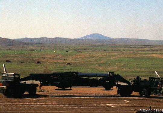 US ARMY / United States Army Atomkanone M65 280 mm / Atomic Cannon M65 11 Inch Atomic Annie - 4x4 Heavy Gun-Lifting Front Truck M249 & 4x4 Heavy Gun-Lifting Rear Truck 250