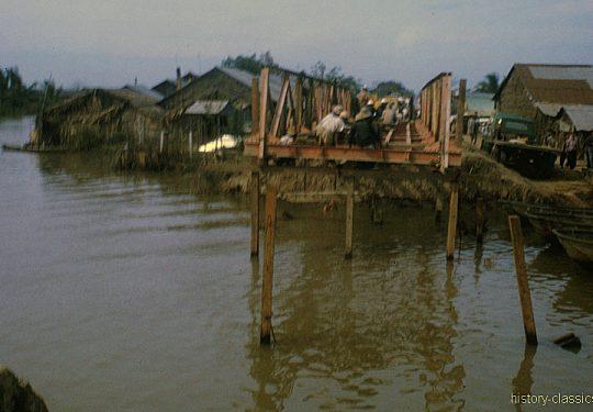 USA Vietnam-Krieg / Vietnam War – Zerstörte Brücke / destroyed Bridge - MEKONG DELTA