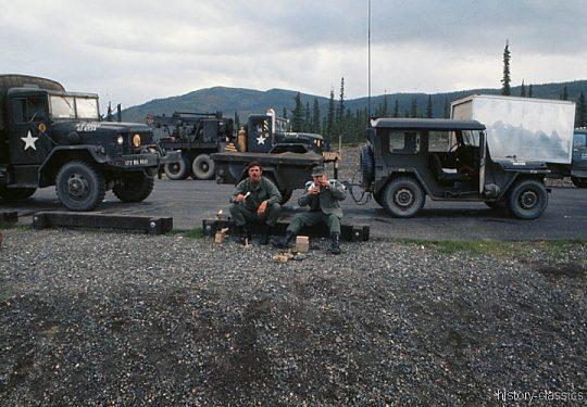 US ARMY / United States Army  Geländewagen / Jeep Ford M151 MUTT & Kran / Medium Wrecker Truck M543 - USA Vietnam-Krieg / Vietnam War