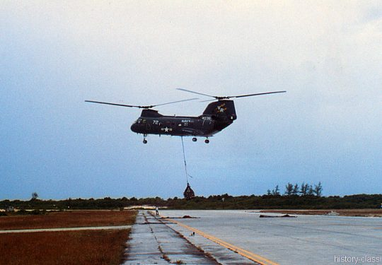 US NAVY / United States Navy Boeing-Vertol CH-46D SEA KNIGHT