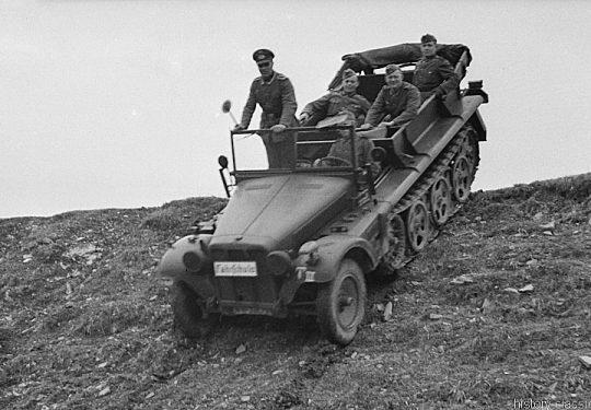 Wehrmacht Heer Ausbildung mit Halbkettenfahrzeug DEMAG Sd.Kfz 10 - German Army Training / Military School & Driving School