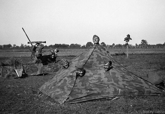 Wehrmacht Heer / Luftwaffe Flugabwehrkanone FLAK 30 2 cm / 20 mm mit Tarnzelt