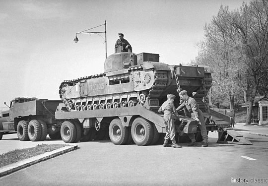 BRITISH ARMY Panzertransporter M19 / Tank Transporter M19 & Infantry Tank Churchill