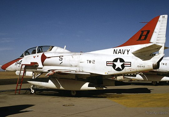 US NAVY / United States Navy Douglas TA-4J Skyhawk / Trainer