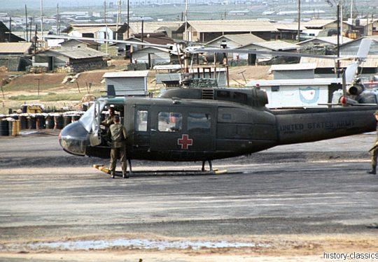 US ARMY / United States Army  BELL UH-1D - USA Vietnam-Krieg / Vietnam War - 935TH MED DET K O Vietnam