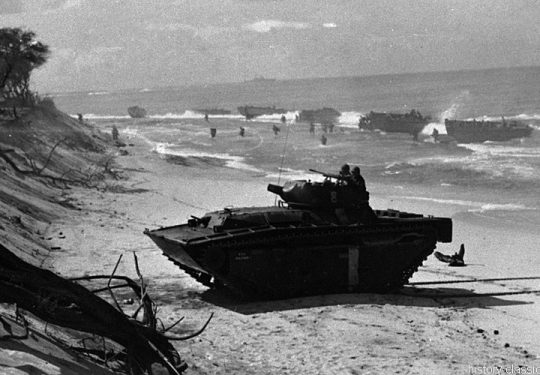 2. Weltkrieg USA Asien / Pazifik - Invasion / Landing Operation - Landing Vehicle Tracked LVT(A)4