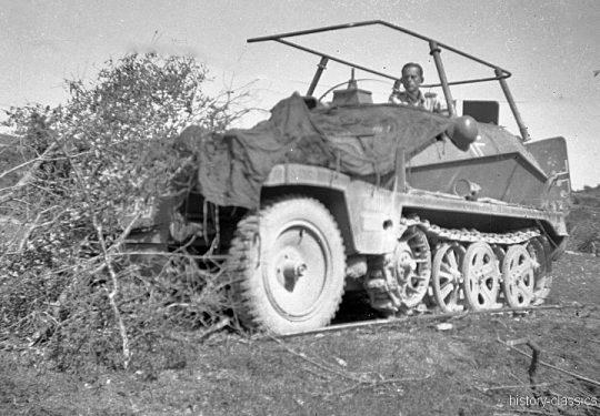 Wehrmacht Heer Halbkettenfahrzeug Schützenpanzerwagen / Funksprechwagen Sd.Kfz. 250/3