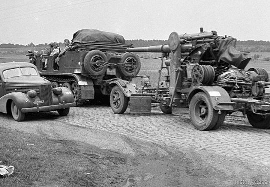 Wehrmacht Luftwaffe Krauss-Maffei Sd.Kfz 6 Halbkettenfahrzeug / Mittlerer Zugkraftwagen 5 t mit Flugabwehrkanone FLAK 18 8,8 cm / 88 mm (KRUPP)