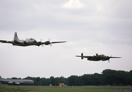 USAF United States Air Force Boeing B-17G Flying Fortress & B-25 Mitchell