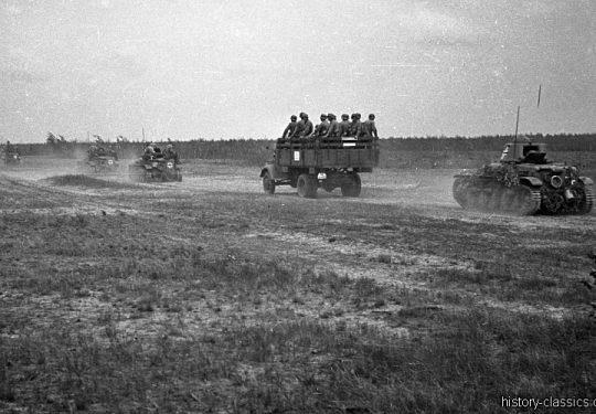 Wehrmacht Heer Leichter Panzer Beutefahrzeug (Frankreich) Renault R35 & Opel Blitz