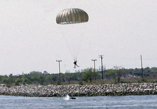 US NAVY / United States Navy - Underwater Demolition Teams (UDT)