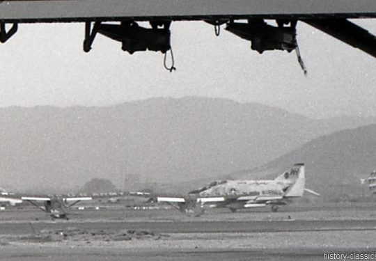 US ARMY / United States Army Cessna L-19 / O-1 Bird Dog & USMC United States Marine Corps McDonnell Douglas F-4J Phantom II