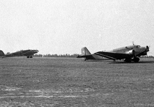 Wehrmacht Luftwaffe Heinkel He 111 B & Junkes Ju 52