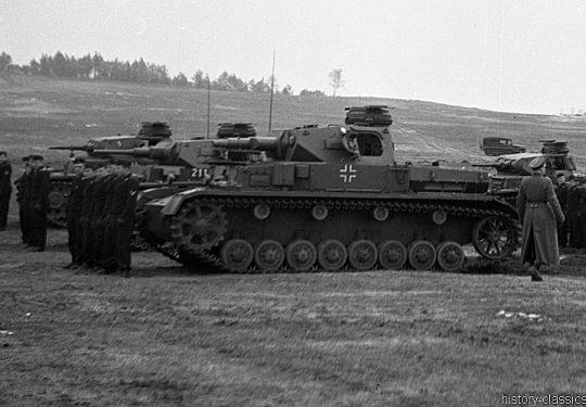 Wehrmacht Heer Panzerkampfwagen III PzKpfw III Panzer III Panzer III Ausf. G & Panzerkampfwagen IV PzKpfw IV Panzer IV Ausf. D