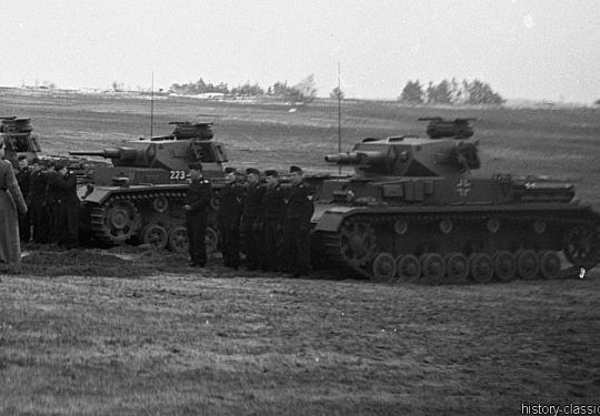 Wehrmacht Heer Panzerkampfwagen III PzKpfw III Panzer III Panzer III Ausf. G& Panzerkampfwagen IV PzKpfw IV Panzer IV Ausf. D