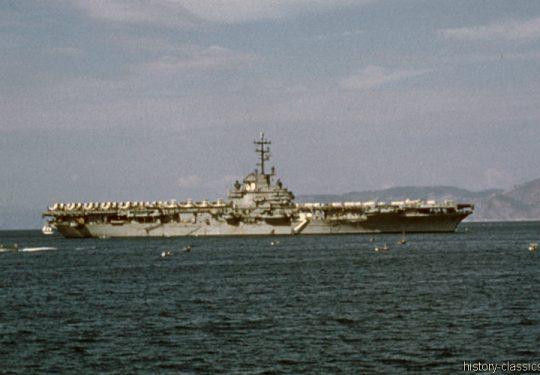 US NAVY / United States Navy Flugzeugträger Essex-Klasse / Aircraft Carrier Essex-Class - USS Lake Champlain CV-39