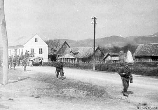 Wehrmacht Heer / Luftwaffe Flugabwehrkanone FLAK 38 2 cm / 20 mm auf Sd.Kfz 10/4 Zugkraftwagen 1t - Kroatien 1944 Rückzug