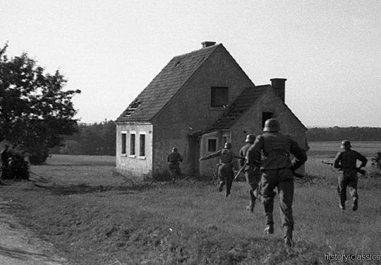 Wehrmacht Heer Ausbildung - German Army Training / Military School & Driving School -  Frankreich 1943