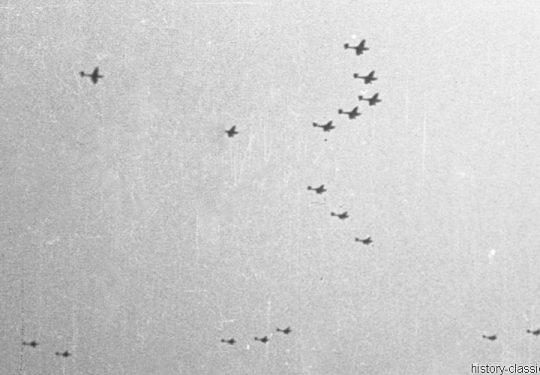 Wehrmacht Luftwaffe Sturzkampfbomber Junkes Ju 87 Stuka - Geschwaderformation im Blitzkrieg in Frankreich