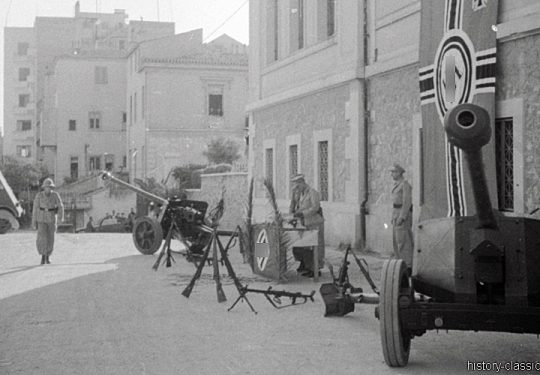 2. Weltkrieg Wehrmacht Heer Europa – Griechenland / Kreta Beförderungsappell und PAK 40 7,5 cm