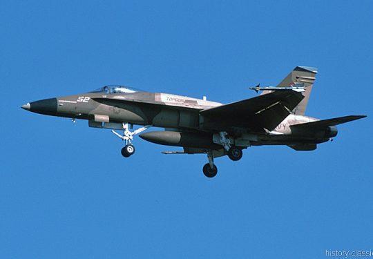 US NAVY / United States Navy McDonnell Douglas F-18A Hornet - TOPGUN