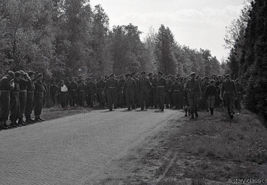 2. Weltkrieg Kanada Europa - Kanadische Armee / Canadian Army Armée Canadienne - I Canadian Corps with General Montgomery – Niederlande Apeldoorn / Netherlands Apeldoorn