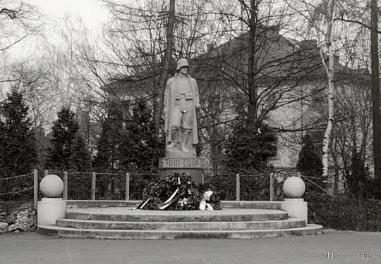 Deutsches Heer - Soldatenfriedhof / Kriegsgräber / Gedenkstätten