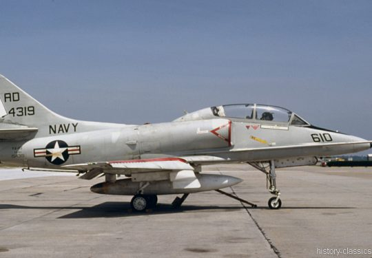 US NAVY / United States Navy Douglas TA-4J Skyhawk /