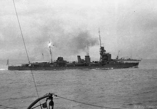 ROYAL NAVY Leichter Kreuzer Danae-Klasse / Light Cruiser Danae-Class - HMS Dauntless