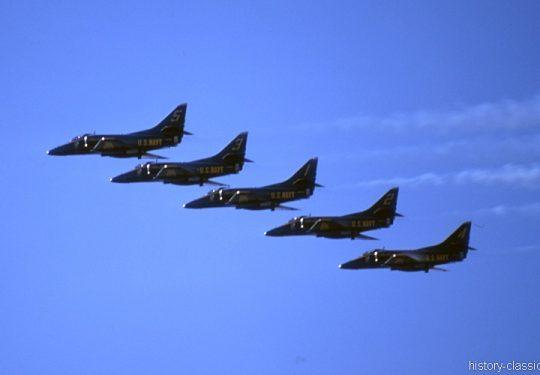 US NAVY / United States Navy Douglas A-4F Skyhawk - Blue Angels