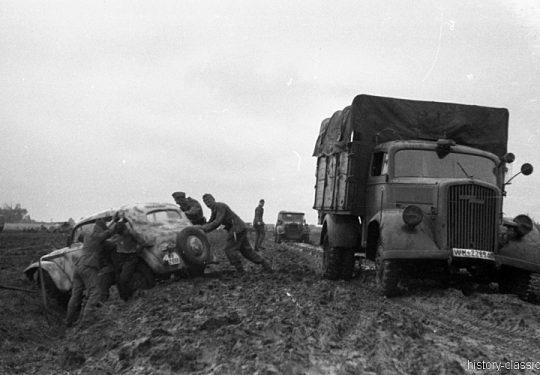 2. Weltkrieg Wehrmacht Heer – Schlammig im Niemandsland der Ostfront - Opel Blitz
