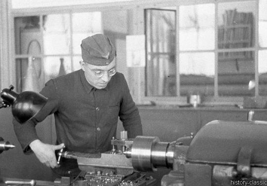 Wehrmacht Heer Schwere Kanone s.K 18 10 cm (10,5 cm) - Werkstatt / Instandhaltung
