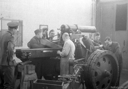 Wehrmacht Heer Schwere Kanone s.K 18 10 cm (10,5 cm) - Werkstatt / Ausbildung