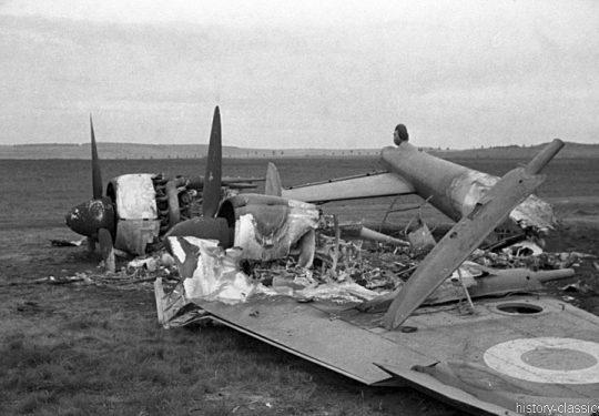 2. Weltkrieg Wehrmacht Europa – Einmarsch und Besetzung Frankreich - Zerstörte Potez 63-11 der Französischen Luftwaffe