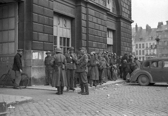2. Weltkrieg Wehrmacht Europa – Einmarsch und Besetzung Frankreich - Kriegsgefangene am Sammelkopf