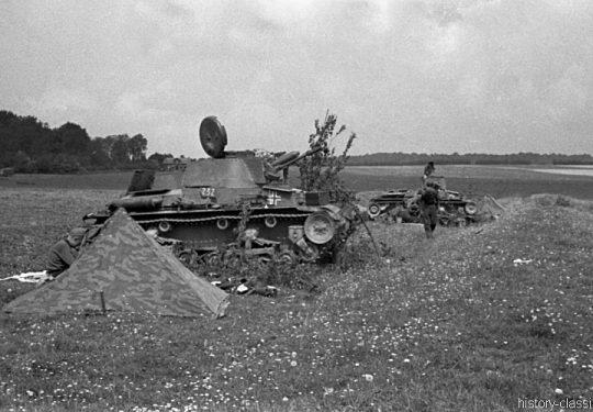 2. Weltkrieg Wehrmacht Europa – Einmarsch und Besetzung Frankreich - Angriffstellung mit Panzerkampfwagen Beutefahrzeug (Tschechoslowakei) 35(t) PzKpfw 35 (t)