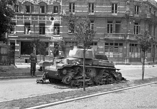 2. Weltkrieg Wehrmacht Europa – Einmarsch und Besetzung Frankreich - Defekter Panzerkampfwagen Beutefahrzeug (Tschechoslowakei) 35(t) PzKpfw 35 (t)