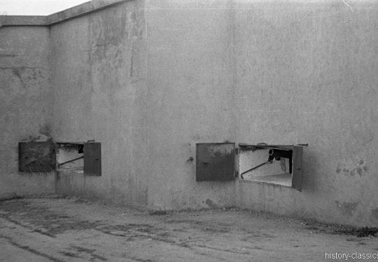 2. Weltkrieg Wehrmacht Heer Europa – Bunker mit französischem Feldgeschütz Canon de 75 modèle 1897