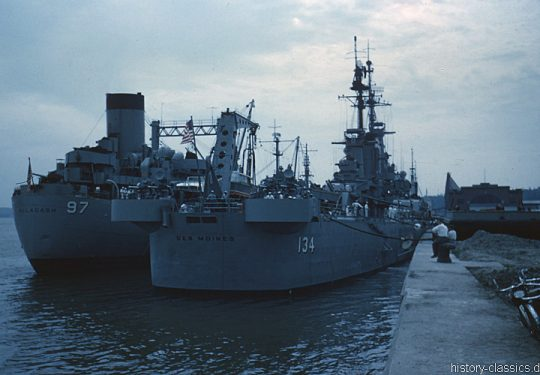 US NAVY / United States Navy Versorger Cimarron-Klasse / Cimarron-Class Oiler - USS Allagash AO-97 und Schwerer Kreuzer Des Moines-Klasse / Heavy Cruisers Des Moines-Class - USS Des Moines CA-134
