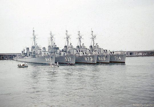 US NAVY / United States Navy Zerstörer Gearing-Klasse / Destroyer Gearing-Class - USS Fiske DD-842 / USS Hawkins DD-873 / USS Myles C. Fox DD-829 / USS William R. Rush DD-714