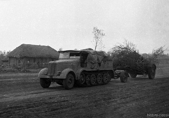 Wehrmacht Heer Sd.Kfz 8 Halbkettenfahrzeug / Mittlerer Zugkraftwagen 12 t und Mörser 18 21 cm (Krupp)