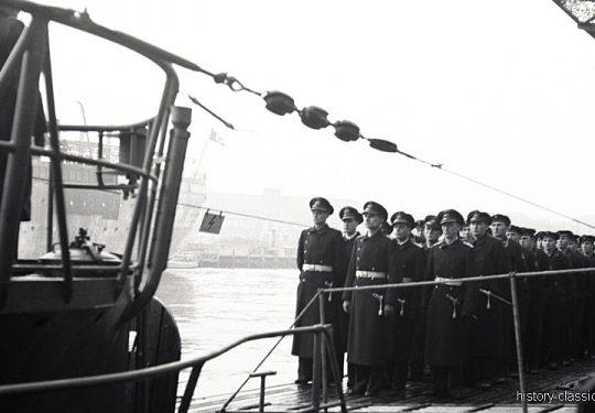 Wehrmacht Kriegsmarine U-Boot des Typs VII C - Indienststellung U 245