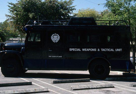 1990 POLICE SWAT-VAN