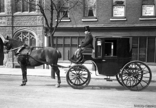 Momentaufnahmen Horse Carriage with Coachman 1940s England