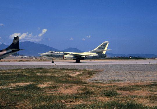 US NAVY / United States Navy Douglas A3D-2P (RA-3BP) Skywarrior - Photoaufklärer - Vietnam War Da Nang