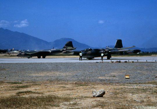 USA Vietnam-Krieg / Vietnam War - Air Base Da Nang - USAF United States Air Force Martin B-57B Canberra