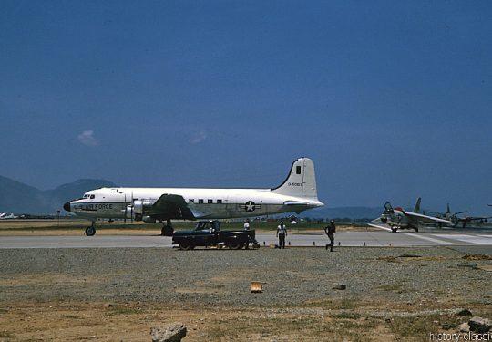 USA Vietnam-Krieg / Vietnam War - Da Nang - USAF United States Air Force Douglas C-54G Skymaster
