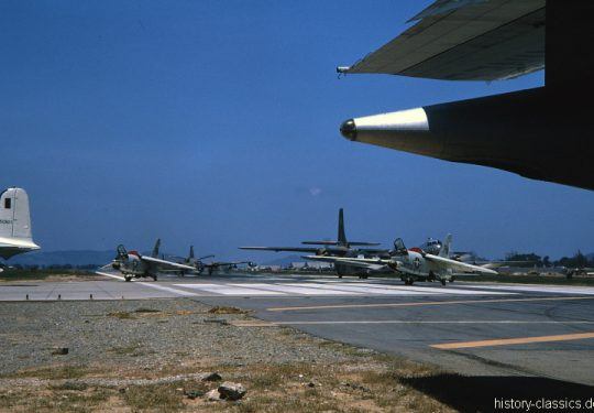 USA Vietnam-Krieg / Vietnam War - Air Base Da Nang - USMC United States Marine Corps Vought F-8U Crusader