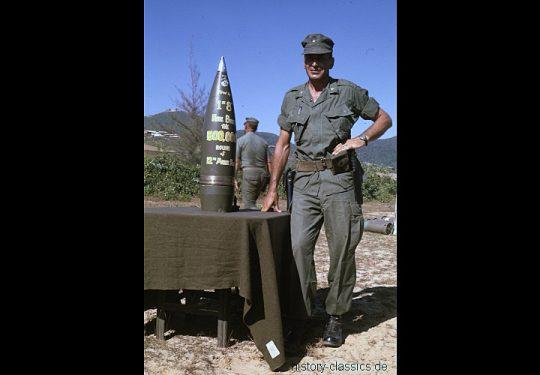 USMC United States Marine Corps Panzerhaubitze M55 203 mm / Self-Propelled Howitzer SPH M55 8 Inch - USA Vietnam-Krieg / Vietnam War - 500,000 Round of the 12th Marine Regiment