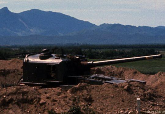 USMC United States Marine Corps Panzerhaubitze M53 155 mm / Self-Propelled Howitzer SPH M53 6.1 Inch - USA Vietnam-Krieg / Vietnam War  - Hill 65